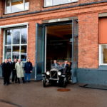 43335_The_Volvo_V4_at_the_factory_gate_in_Lundby_Gothenburg