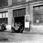 43336_The_Volvo_V4_at_the_factory_gate_in_Lundby_Gothenburg