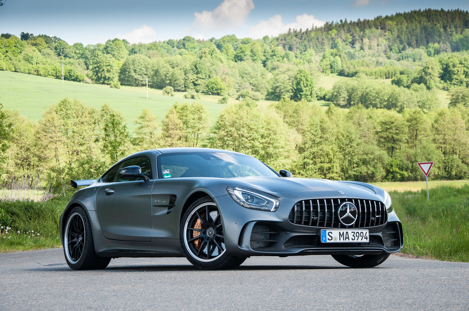 Test na pond l mercedes benz amg gt r for Mercedes benz na