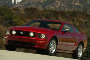 Ford Mustang GT 2005 (1)