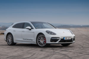 Mercedes AMG 63 vs Porsche Panamera Turbo-16