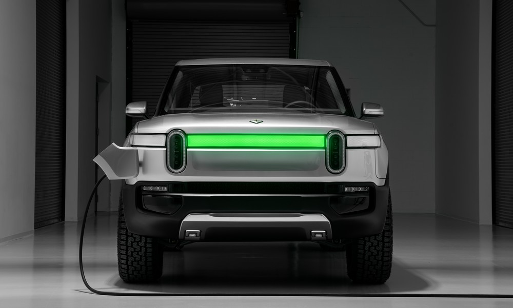 Rivian_R1T_Front_Charge