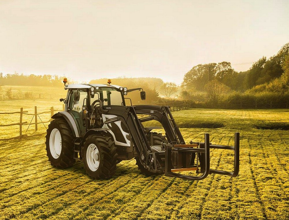 Valtra SmartTour Tractor on Continental TractorMaster 4