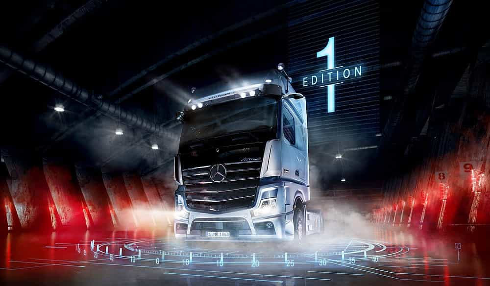 Mercedes-Benz Actros 1863 Edition 1, LS 4x2, Exterieur, High-Tech silber metallic, L-Fahrerhaus, SoloStar Concept, GigaSpace, OM 473 Euro VI mit 460 kW (625 PS), 15,6 L Hubraum, 12-Gang Mercedes PowerShift 3, Active Brake Assist 5, Abstandshalte-Assistent, Verkehrszeichen-Assistent, Spurhalte-Assistent, Stabilitätsregel-Assistent, Aufmerksamkeits-Assistent, Active Drive Assist, MirrorCam, Multimedia Cockpit interactive, Predictive Powertrain Control mit Erweiterung um Interurban, BiXenon-Scheinwerfer, Driving Package, Comfort Package, Media Package, Stowage Package, Sight Package, Extra Line. Mercedes-Benz Actros 1863 Edition 1, LS 4x2, Exterior,High-Tech silver metallic, L-Cab, SoloStar Concept, GigaSpace, OM 473 Euro VI rated at 460 kW/625 hp, displacement 15.6 l, 12-speed Mercedes PowerShift transmission 3, Active Brake Assist 5, Proximity Assist, Traffic-Sign-Recognation-Assist, Lane Keeping Assist, Stability Assist, Attention Assist, Active Drive Assist, MirrorCam, Multimedia Cockpit interactive, Predictive Powertrain Control with extension Interurban, BiXenon headlamps, Driving Package, Comfort Package, Media Package, Stowage Package, Sight Package, Extra Line.