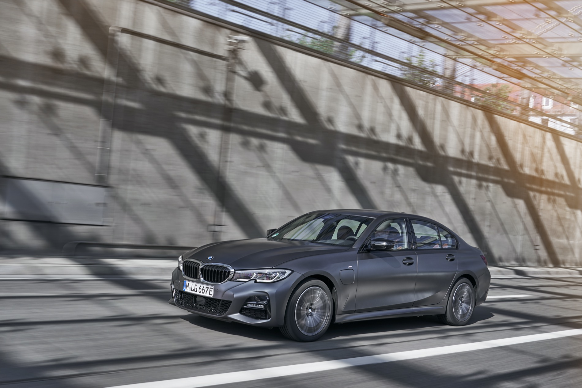 BMW_3_Series_Plug-in_Hybrid-003