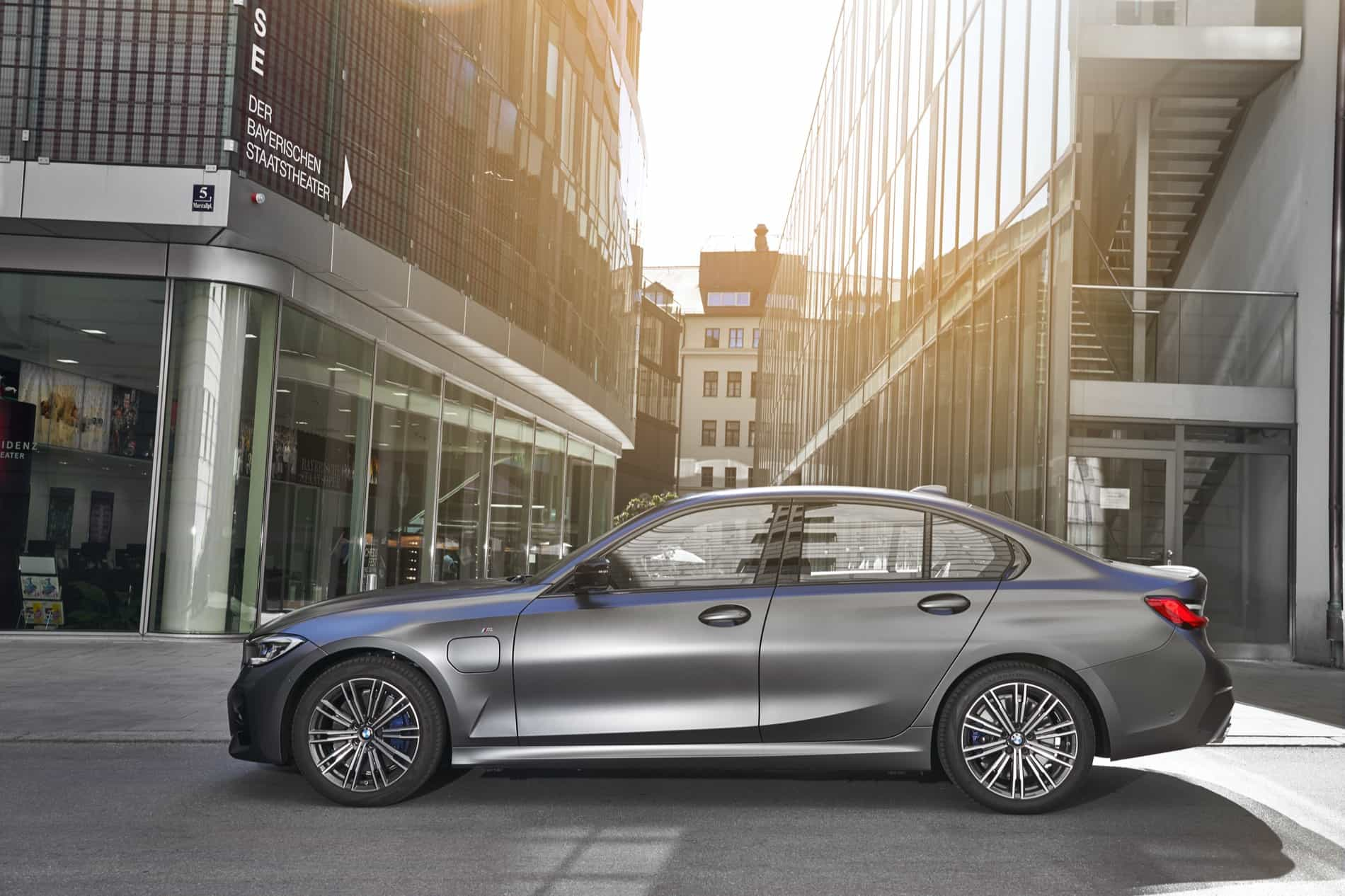 BMW_3_Series_Plug-in_Hybrid-006