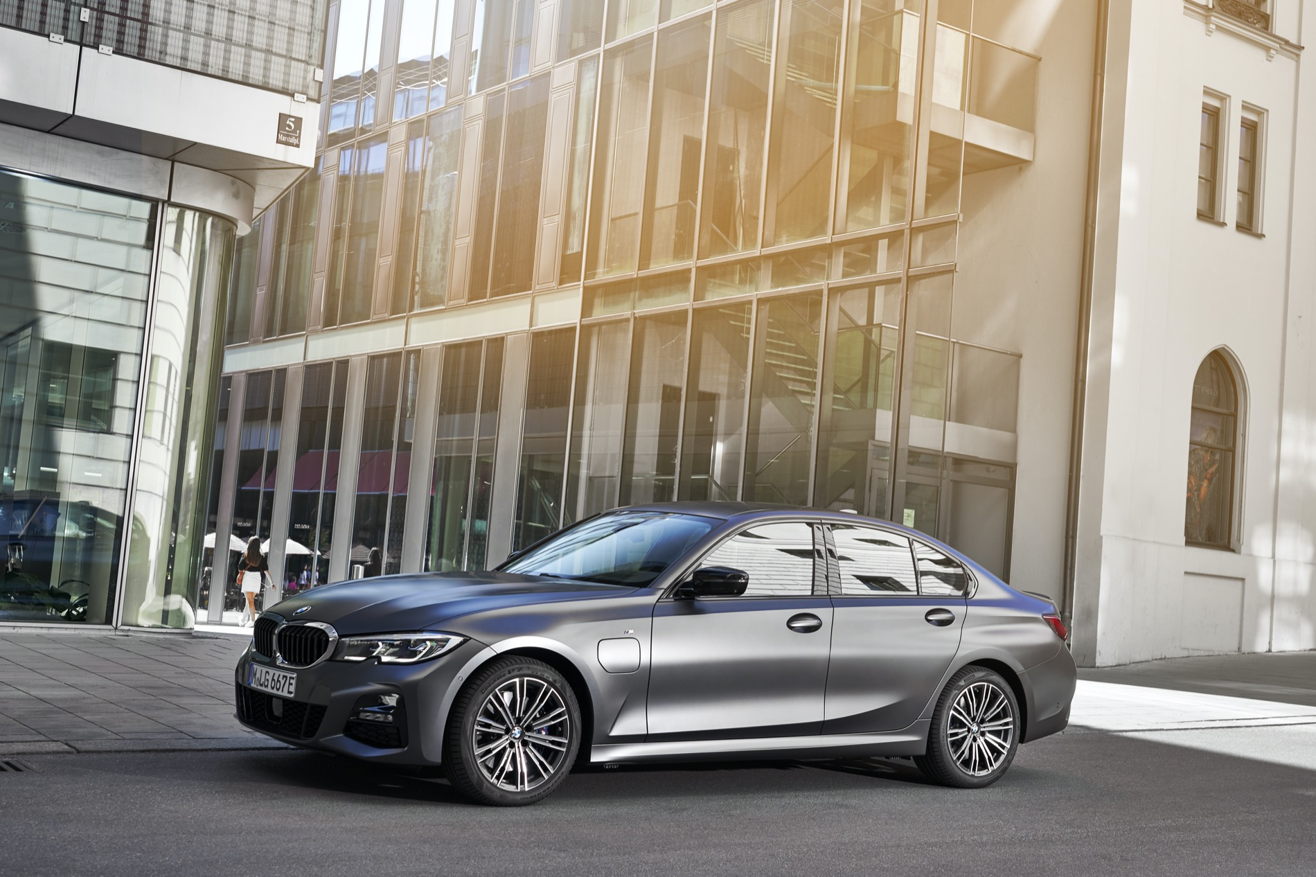 BMW_3_Series_Plug-in_Hybrid-007