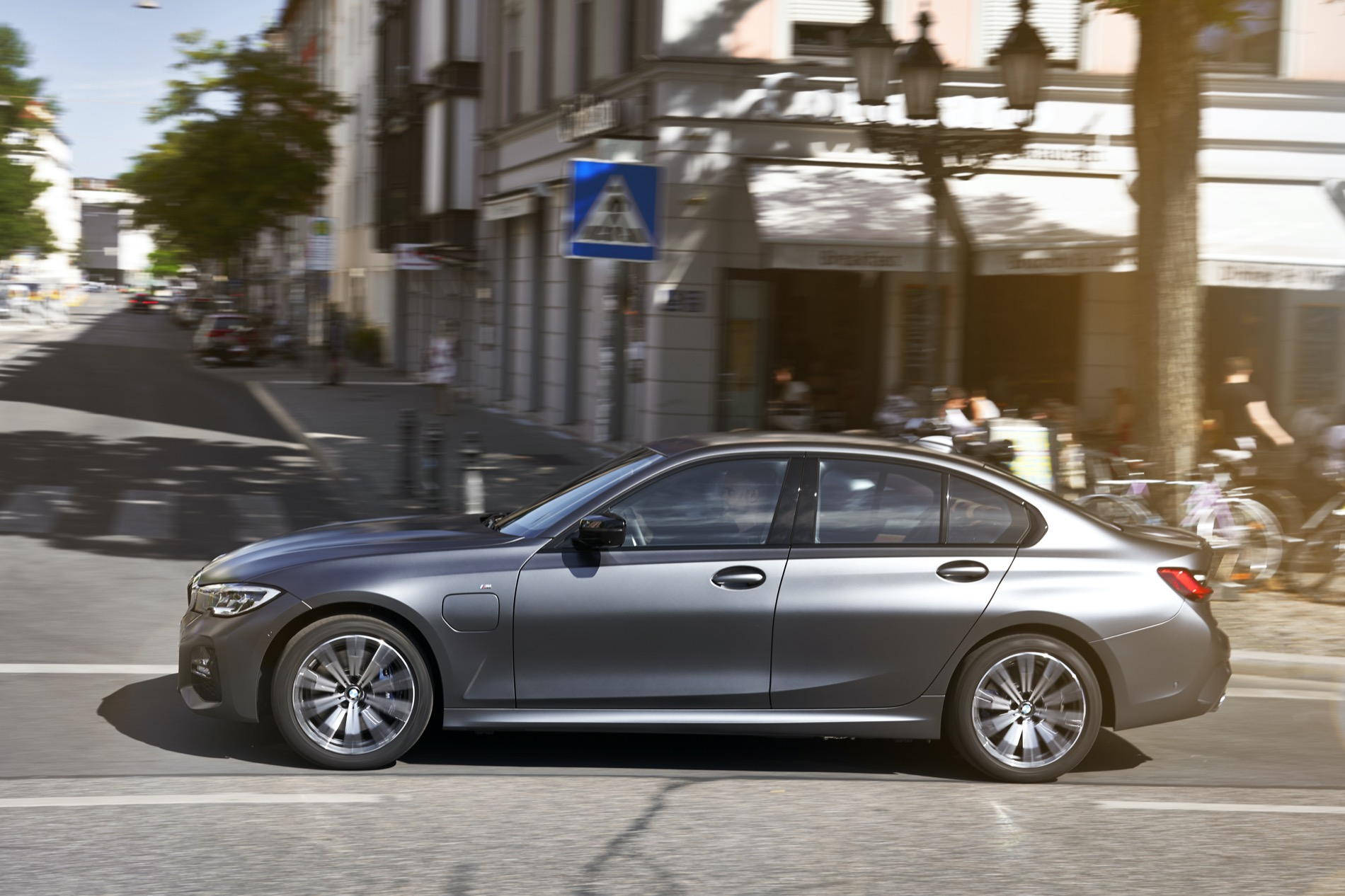 BMW_3_Series_Plug-in_Hybrid-009