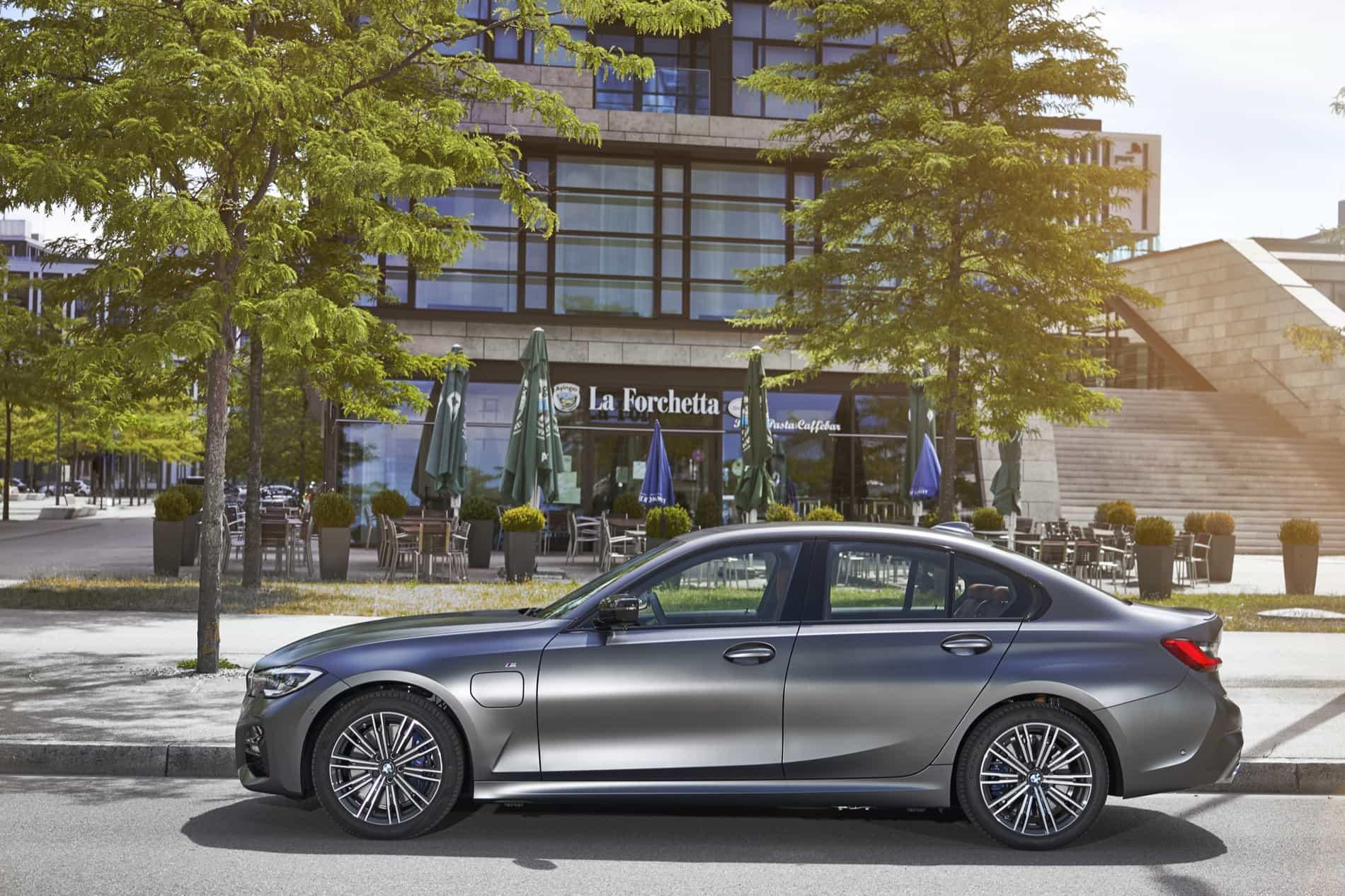 BMW_3_Series_Plug-in_Hybrid-014