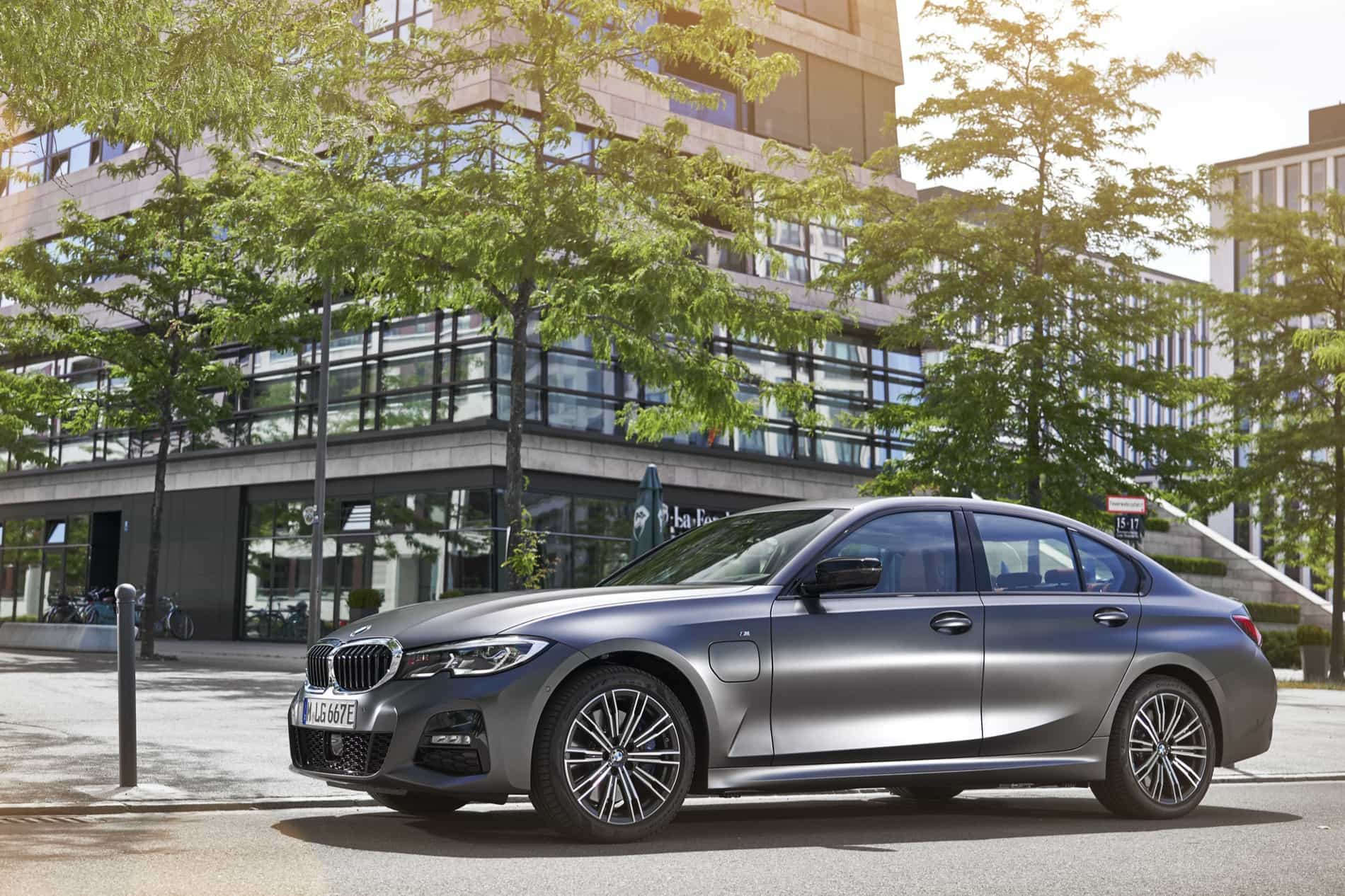 BMW_3_Series_Plug-in_Hybrid-015