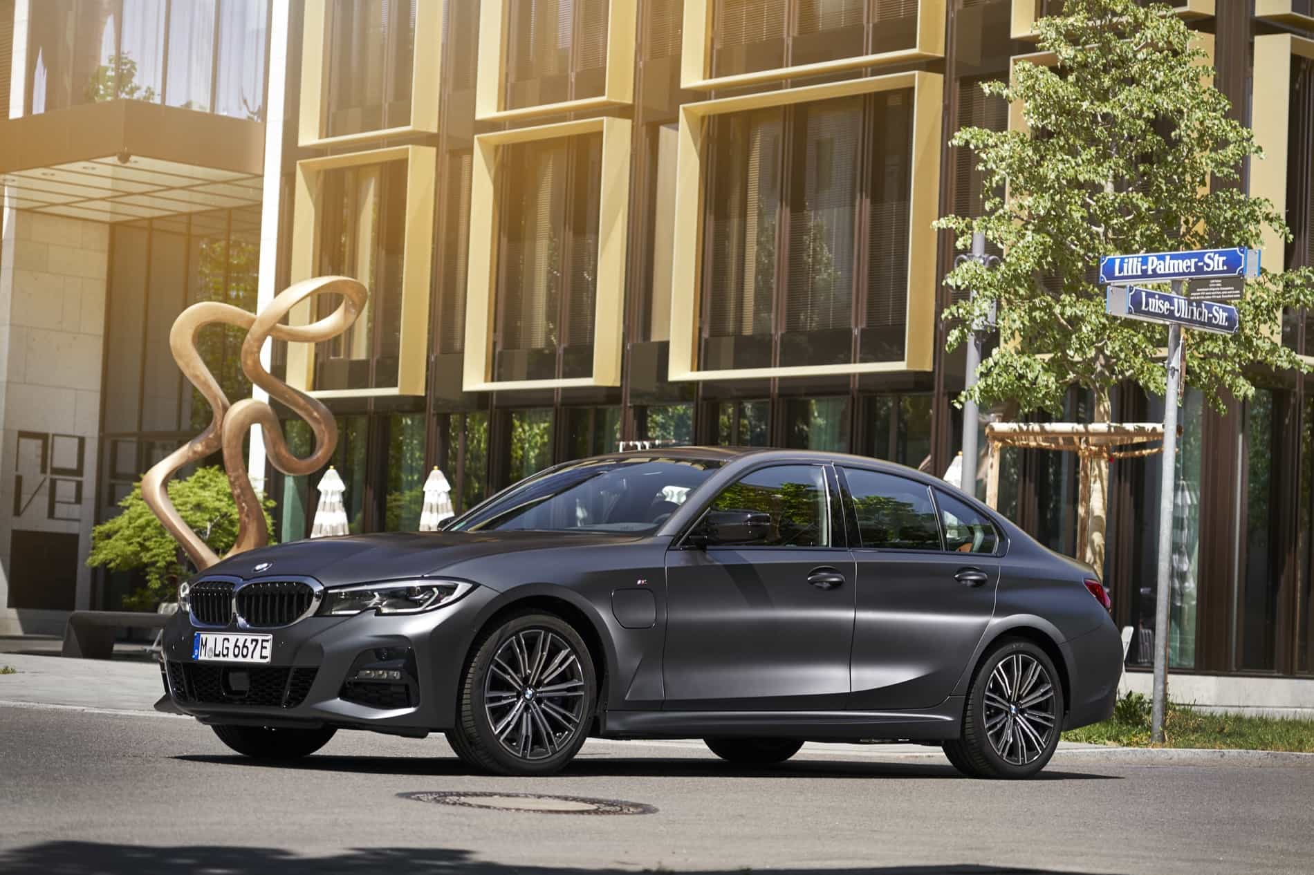 BMW_3_Series_Plug-in_Hybrid-018