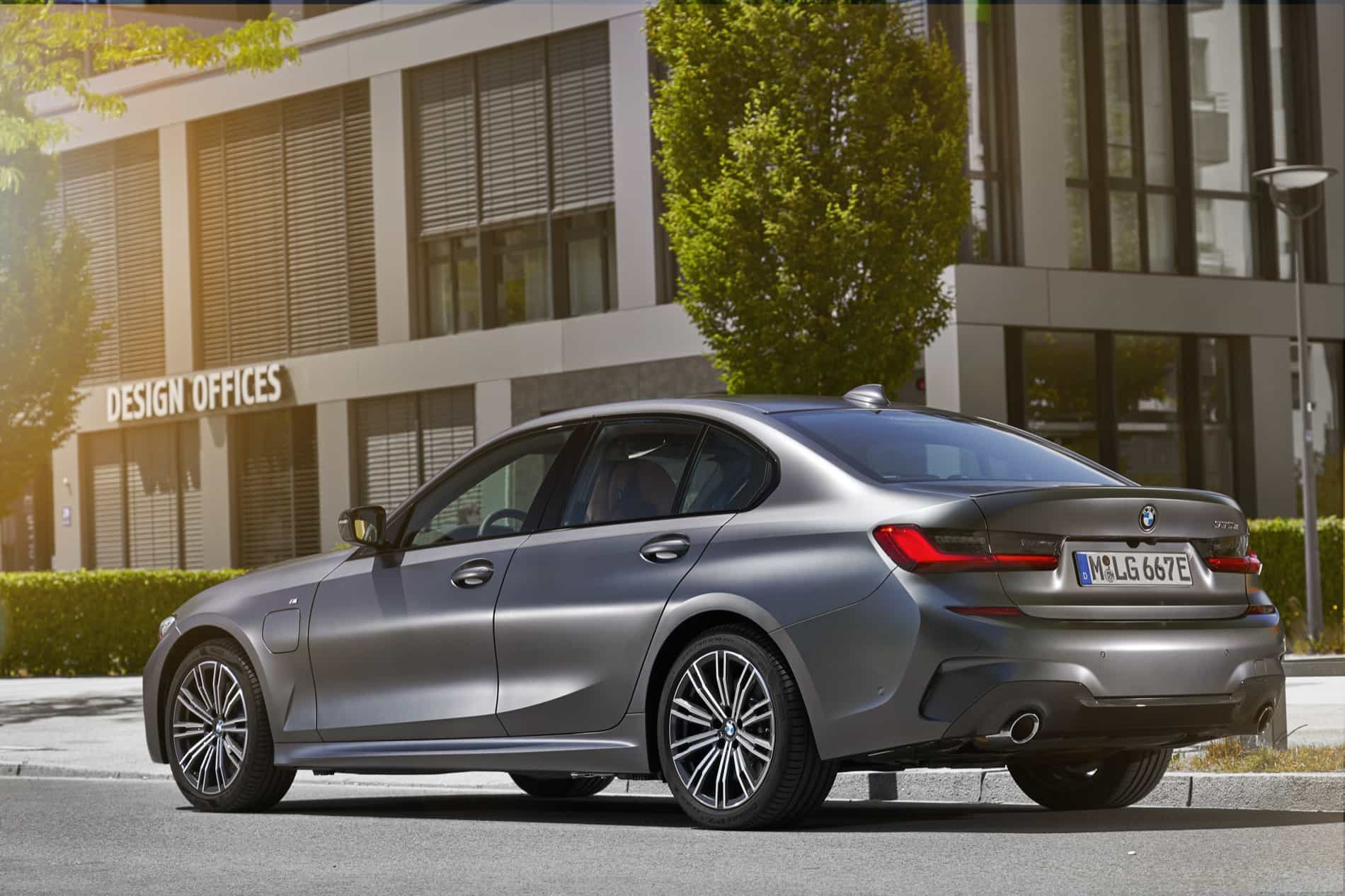 BMW_3_Series_Plug-in_Hybrid-019