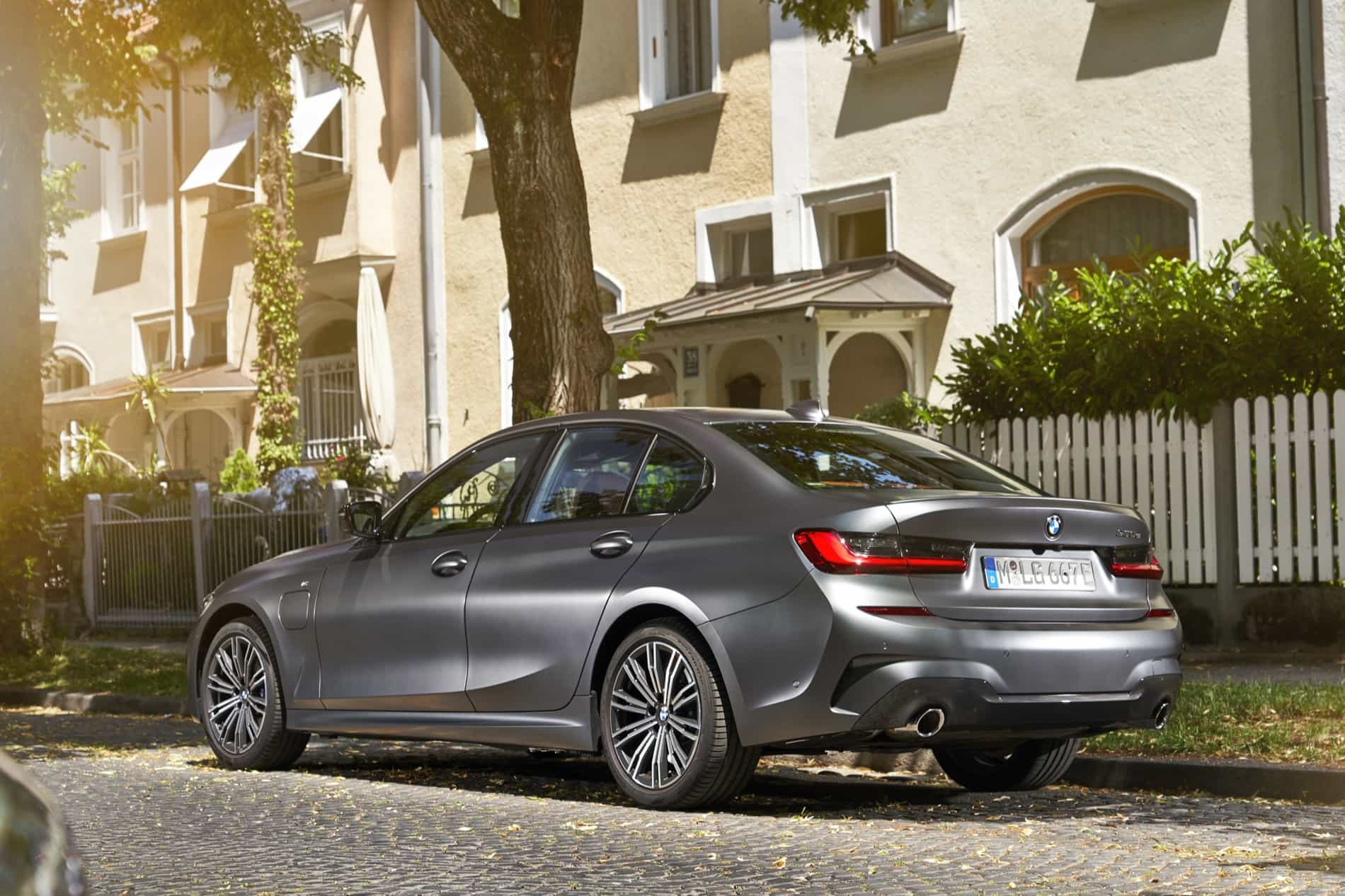 BMW_3_Series_Plug-in_Hybrid-021