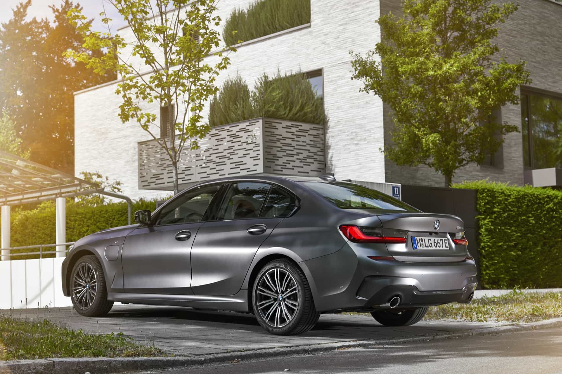 BMW_3_Series_Plug-in_Hybrid-023