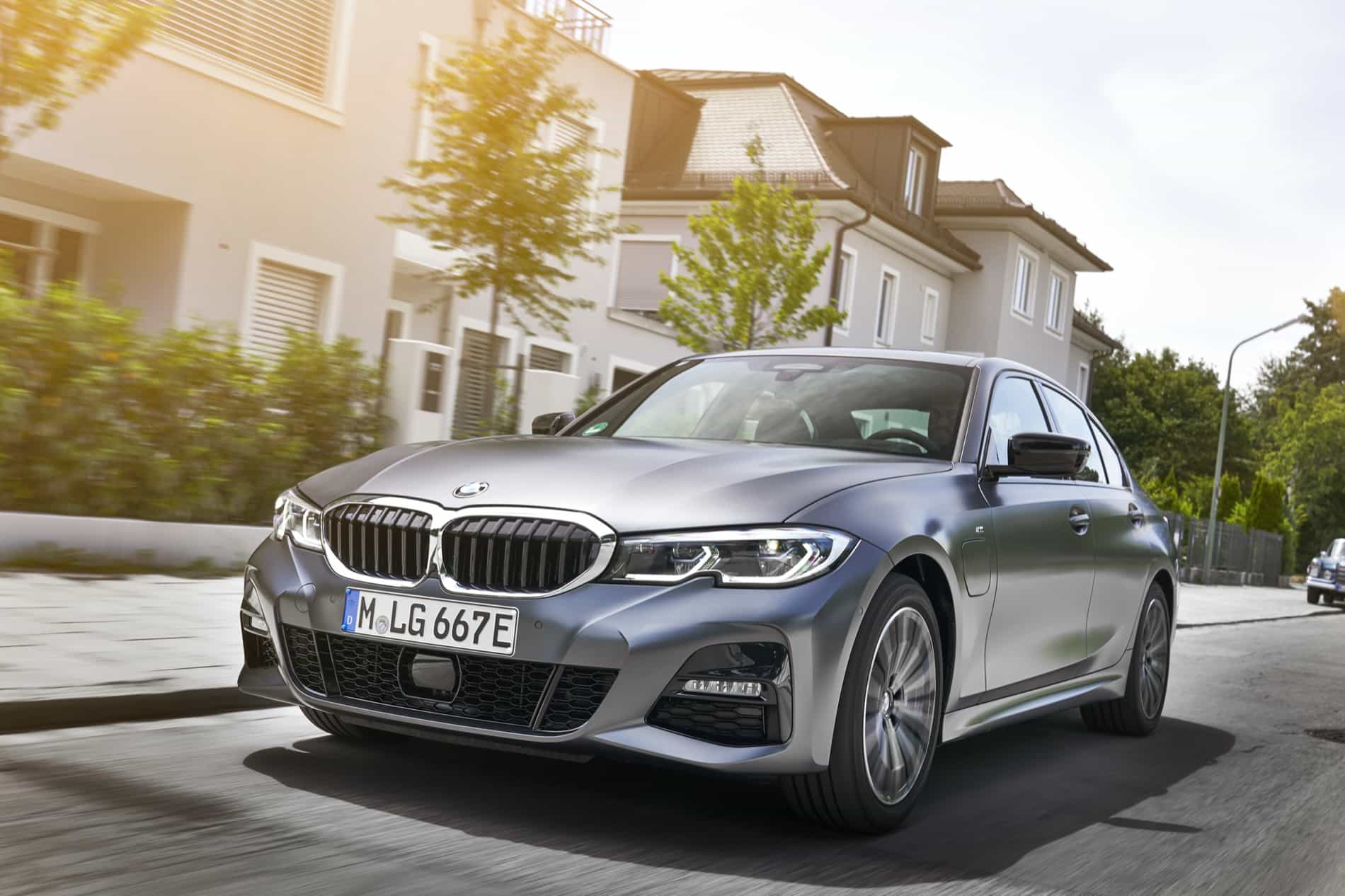 BMW_3_Series_Plug-in_Hybrid-028