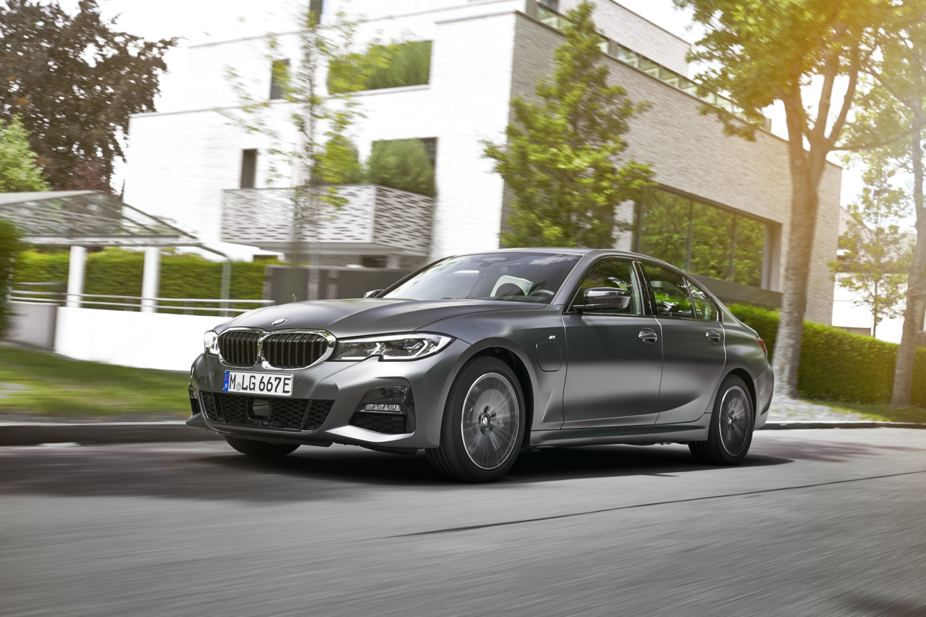 BMW_3_Series_Plug-in_Hybrid-030