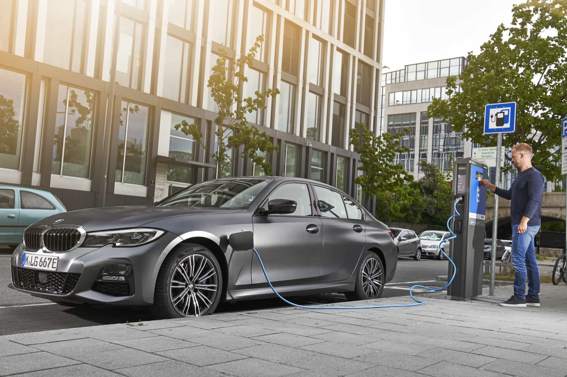 BMW_3_Series_Plug-in_Hybrid-064