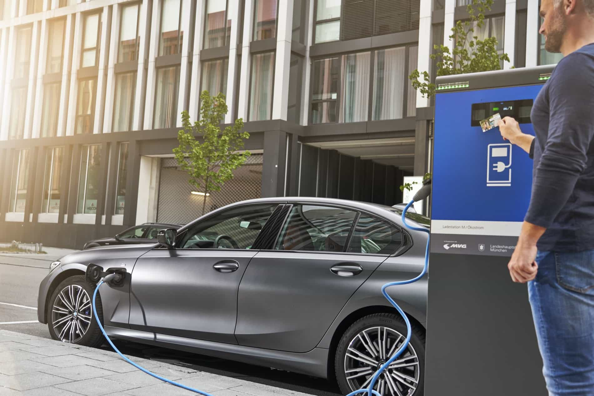 BMW_3_Series_Plug-in_Hybrid-065
