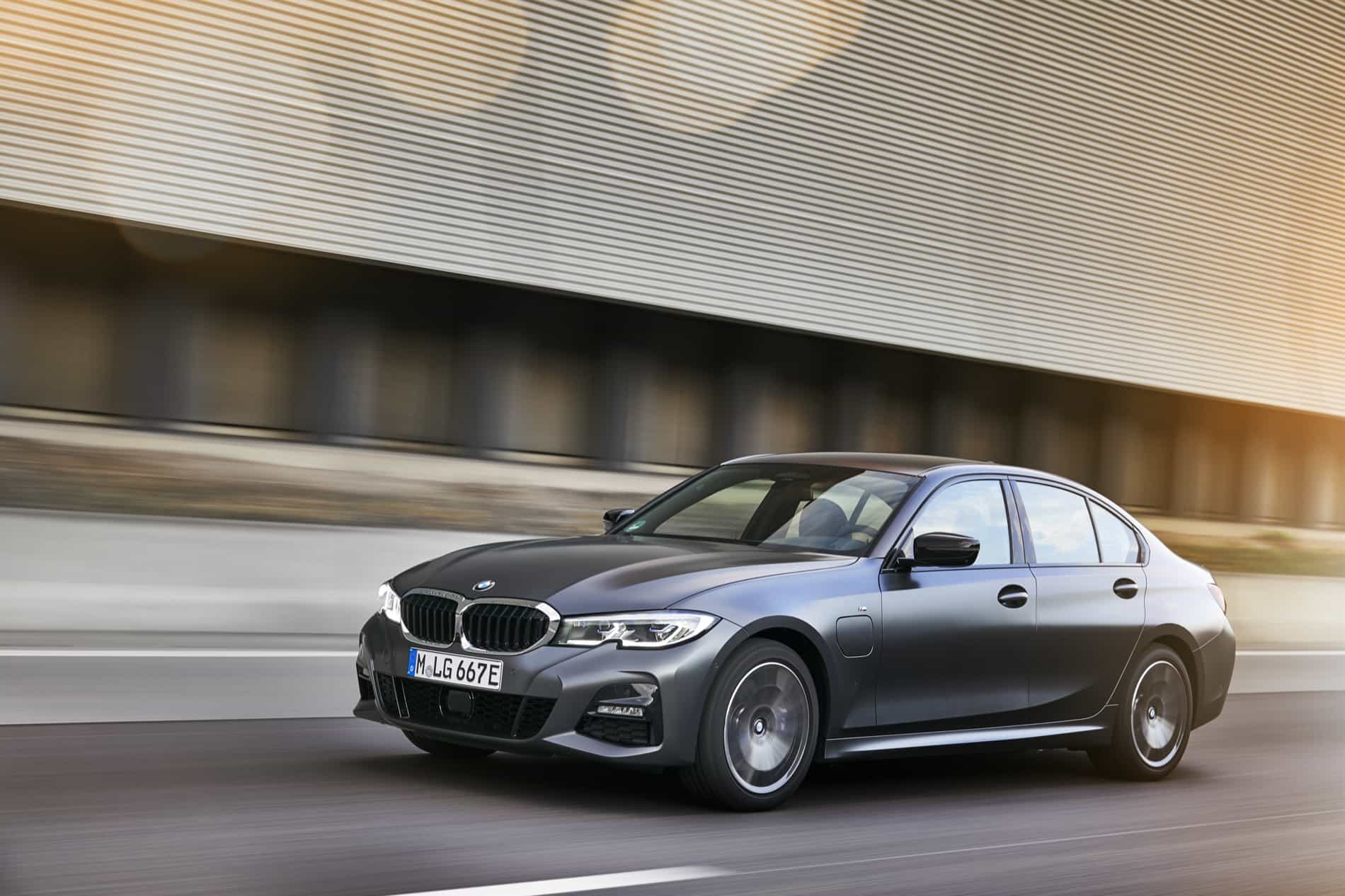 BMW_3_Series_Plug-in_Hybrid-082