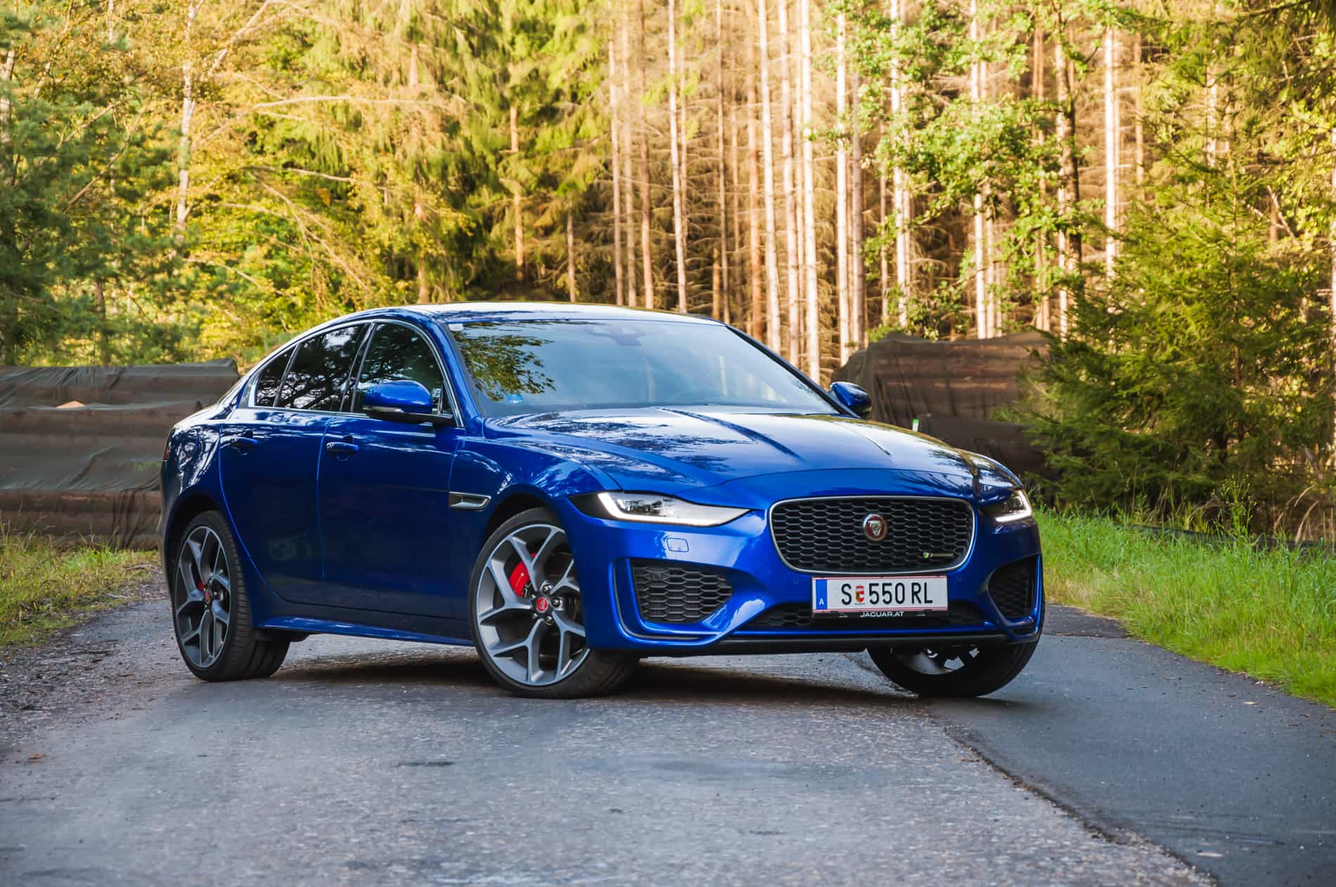 Jaguar XE P300 AWD (1 of 24)