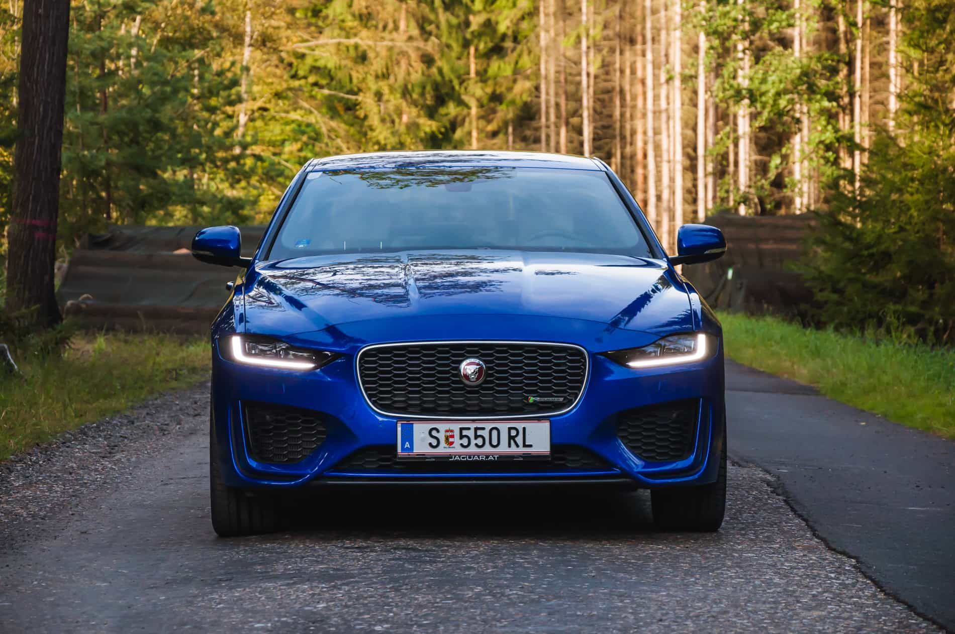 Jaguar XE P300 AWD (2 of 24)