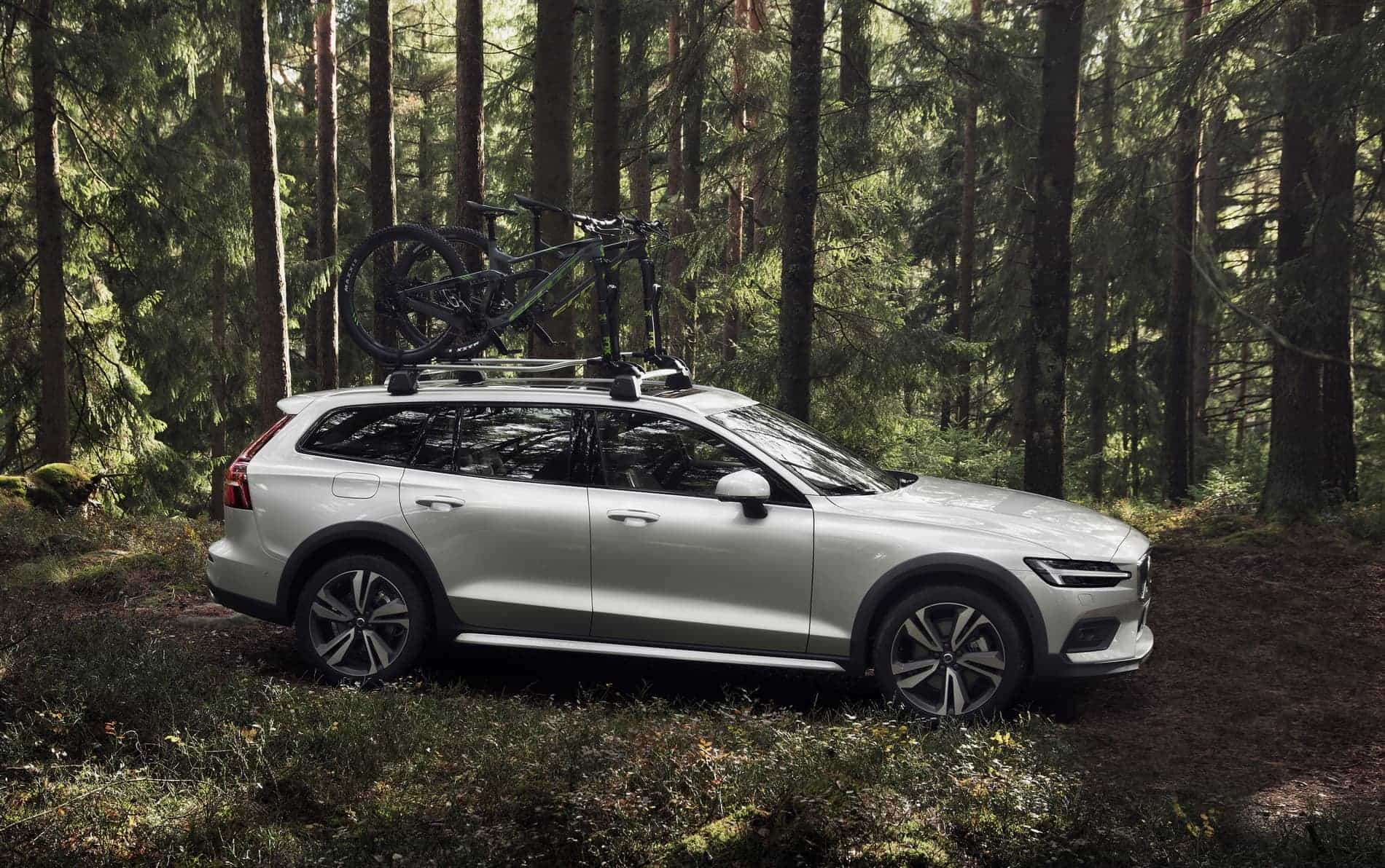 New Volvo V60 Cross Country exterior