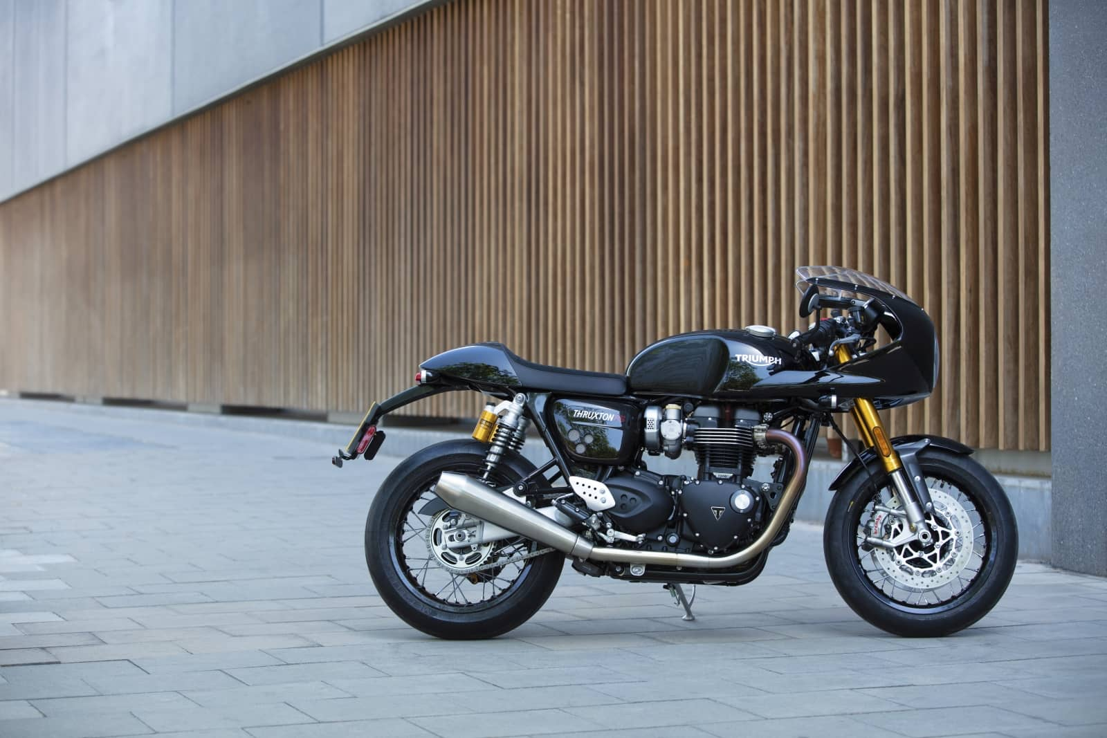 Thruxton-RS—Acc.-lifestyle-11