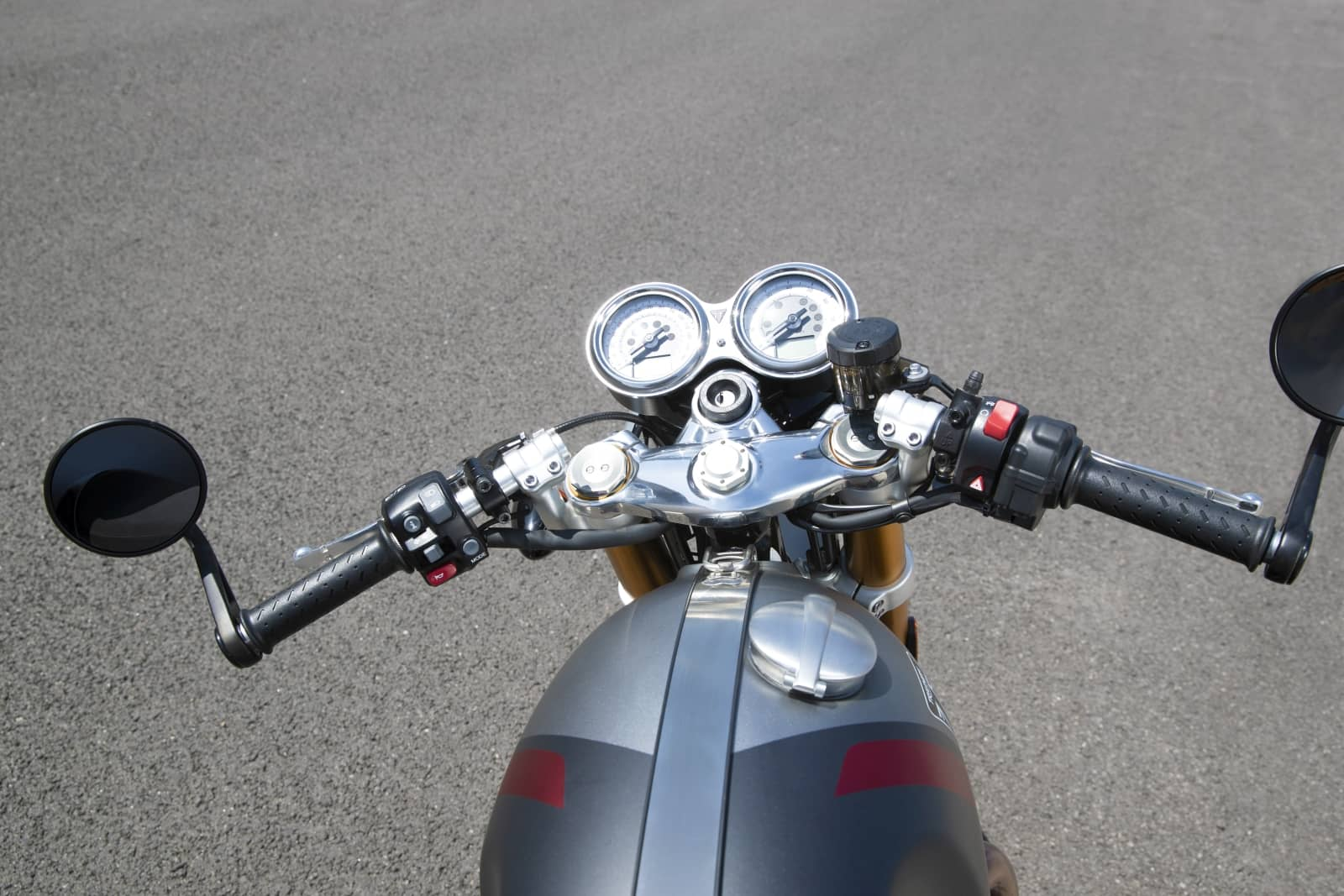 Thruxton-RS—Clip-on-handlebar
