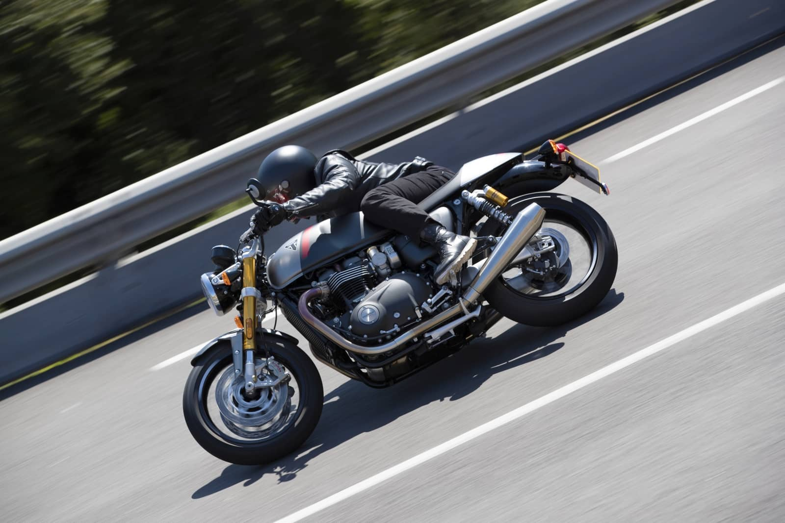Thruxton-RS—Lifestyle-9