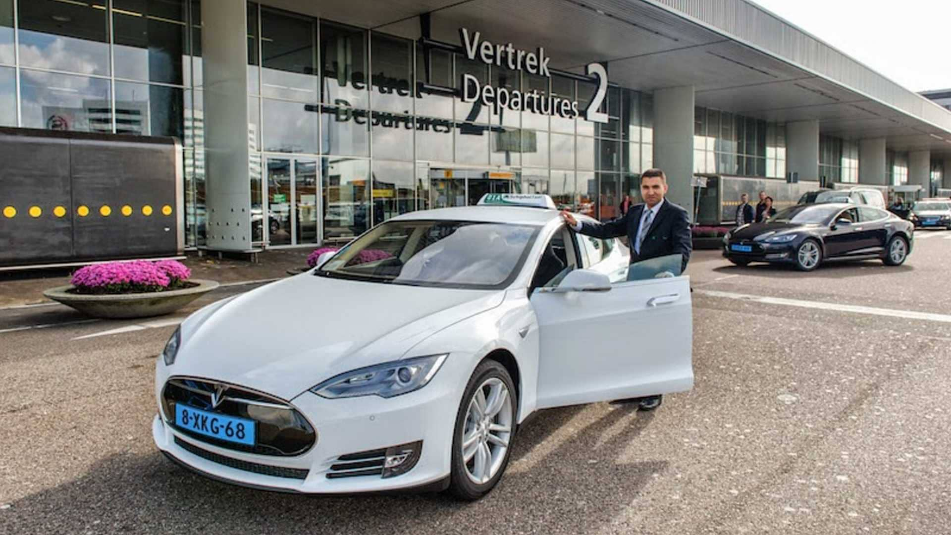 reliability-dutch-taxi-drivers-sue-tesla-for-model-s-problems