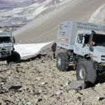 Hochgeländegängige Unimog U 5023 unterstützen Expeditionsteam in Chile – gleichzeitig Höhenweltrekord mit 6.694 MeternExtreme off-road Unimog U 5023 trucks assist an expedition team in Chile and even set the world altitude record at 6694 metres