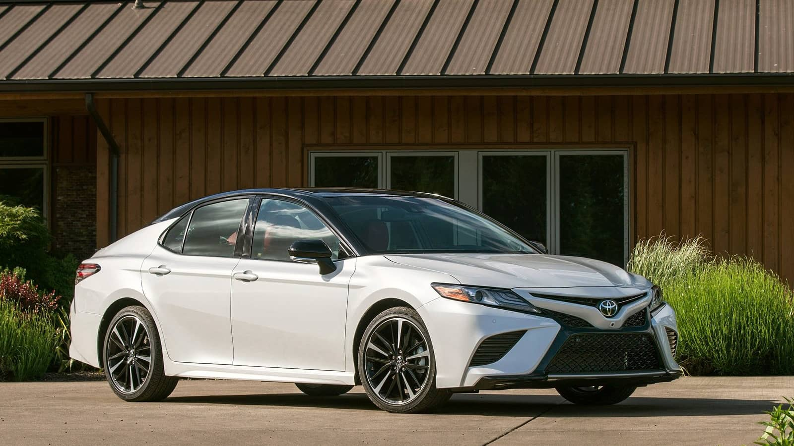 Toyota-Camry-2018-1600-0a
