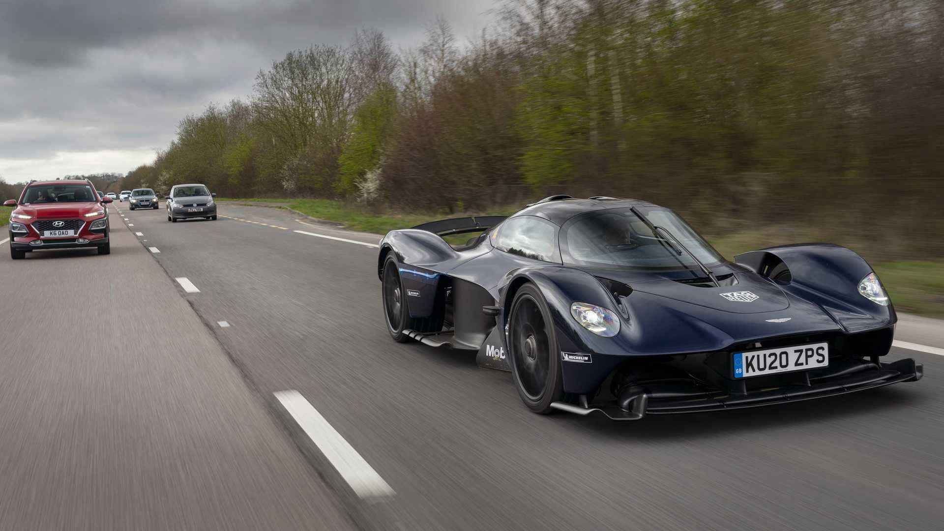 aston-martin-valkyrie-testing-on-public-roadsw