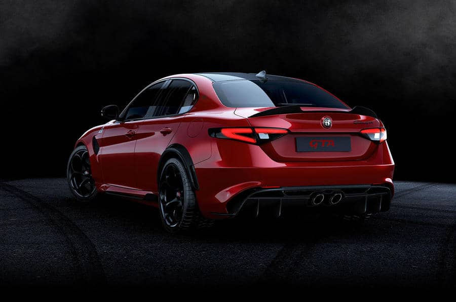 61-alfa-romeo-giulia-gta-2020-stationary-rear