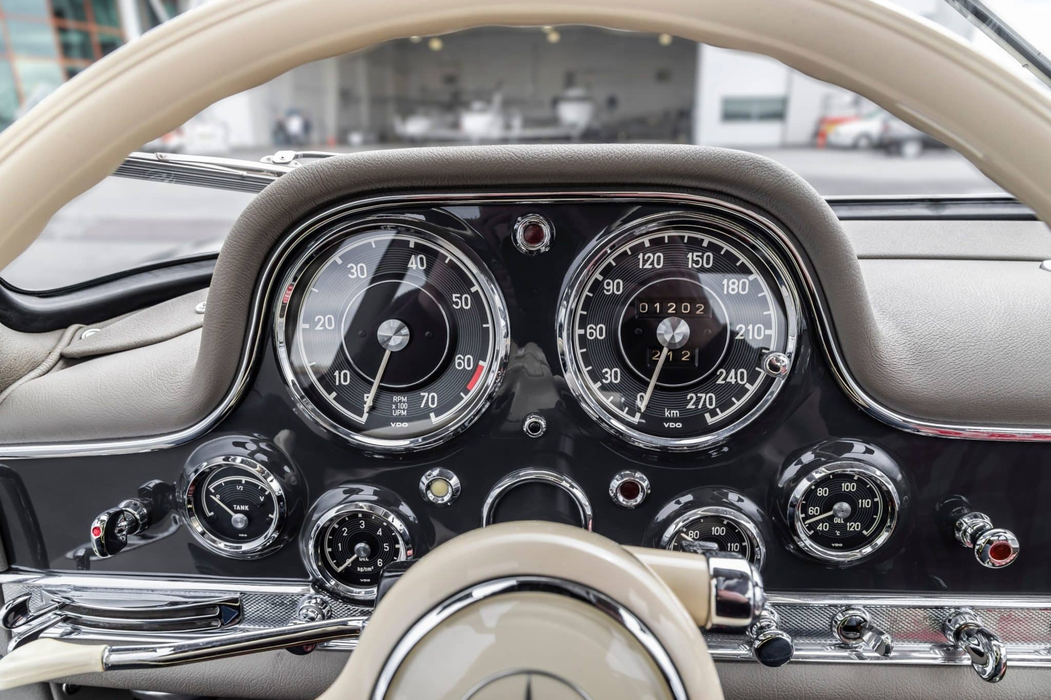 1955_mercedes-benz_300sl_gullwing_15887199605ef473835e77110R0A8649-copy-scaled
