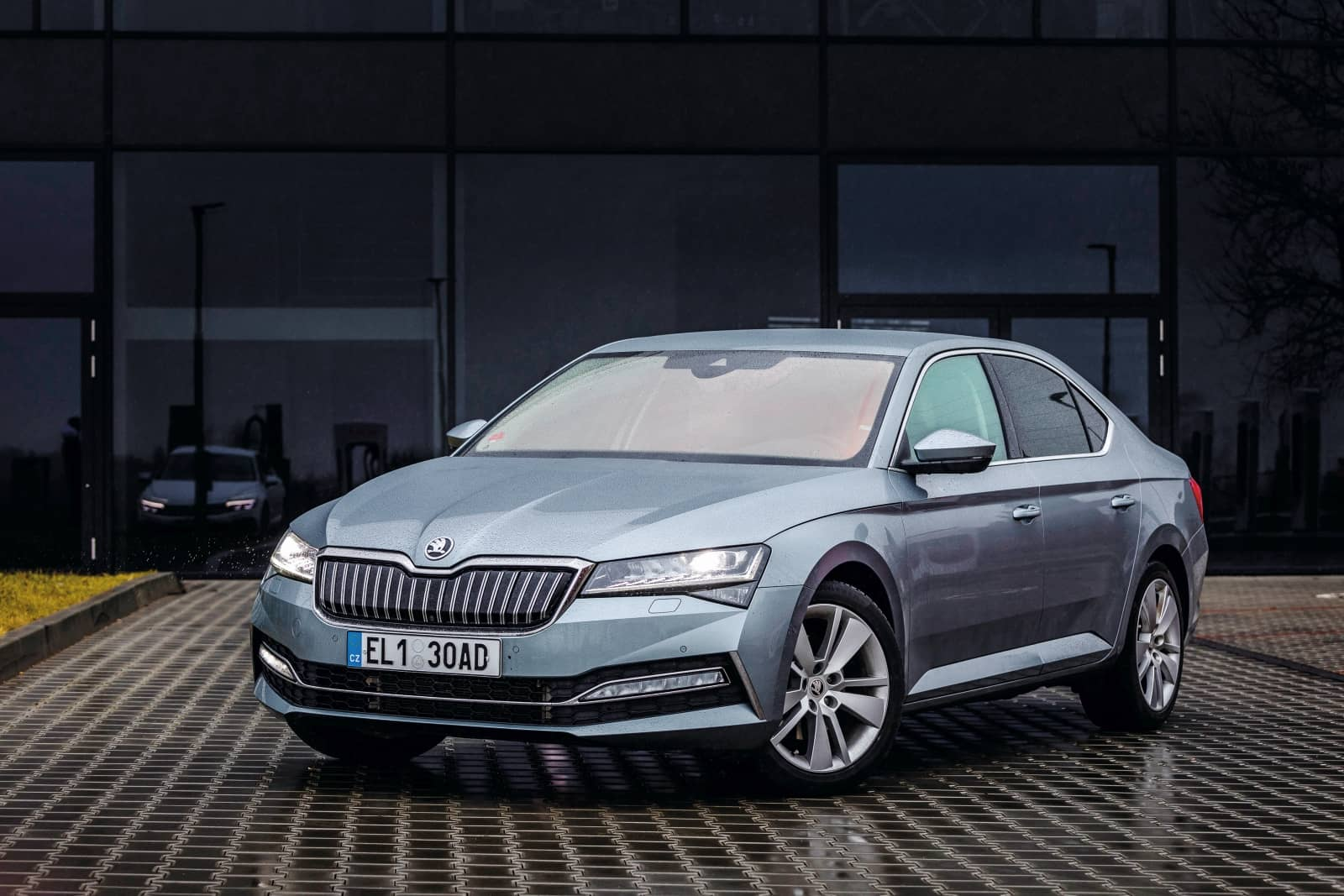 aDMB2020_Superb iV vs. Passat GTE-0804