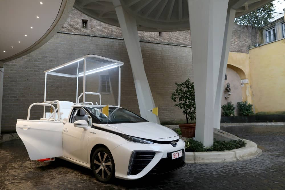 A hydrogen popemobile for His Holiness Pope Francis (13)