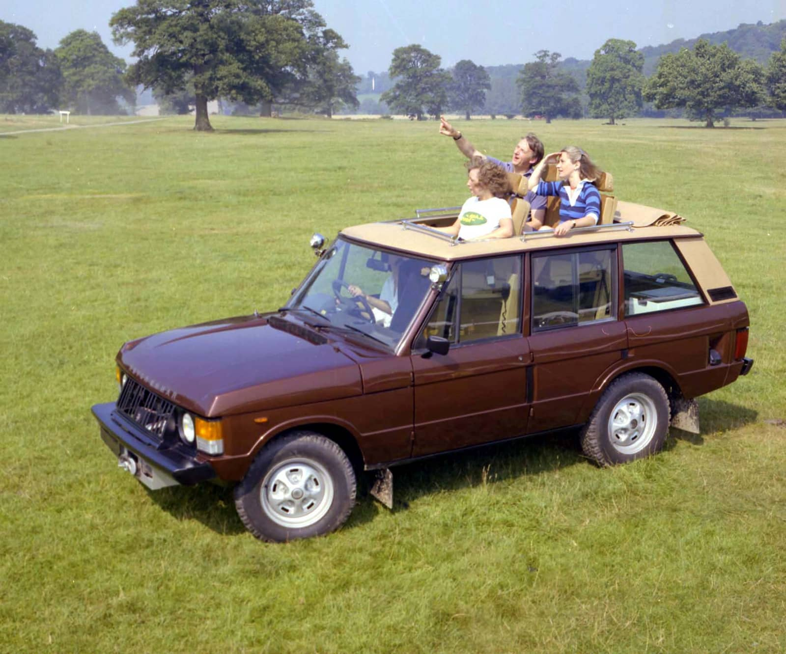 1970 Range Rover Conversion – large sun roof (company unknown)